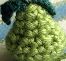 how-to: tiny crocheted pear pendant