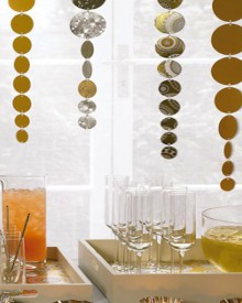 how-to: shimmering new year's streamers