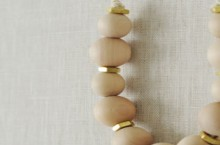 how-to: simple wood bead necklace