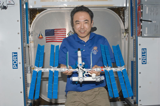 lego_space_station_on_station.png