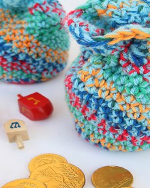 crocheted chanukah gelt bags