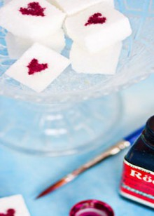 how-to: sugar cubes with painted hearts