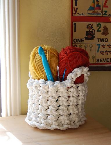 crocheted rope basket make handmade crochet craft. Black Bedroom Furniture Sets. Home Design Ideas