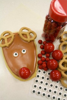 how-to: decorate rudolph reindeer cookies