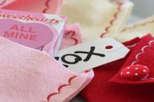 how-to: felt valentine envelopes