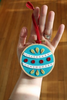 how-to: easy embroidery hoop & felt ornament
