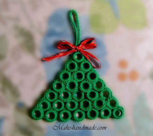Crochet christmas tree with plastic rings. http://make -handmade.com/wp-content/uploads/