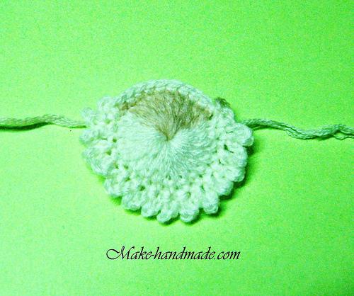 http://make-handmade.com/wp-content/uploads/2011/12/christmas-crafts-ideas-easy-santa-crochet-tutorial-make-handmade-36322141118_4455d45550.jpg