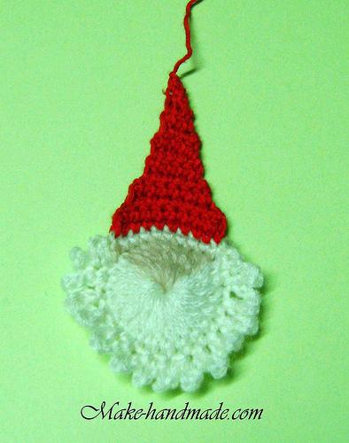 http://make-handmade.com/wp-content/uploads/2011/12/christmas-crafts-ideas-easy-santa-crochet-tutorial-make-handmade-46322140858_38a0f2c3cb.jpg