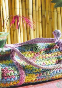 gift presents for women: crocheted purse