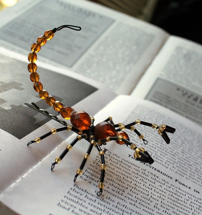 Halloween craft ideas beaded spiders make handmade for Bead craft ideas for kids