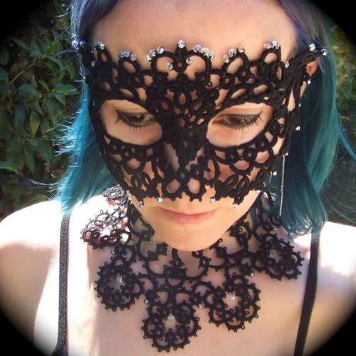 lace mask, video knotting tutorial