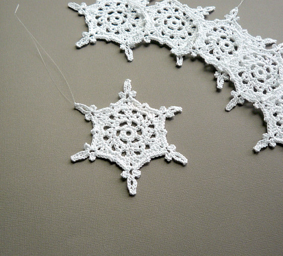 6 Christmas Ornaments -- Large Crochet Snowflake T89, in White