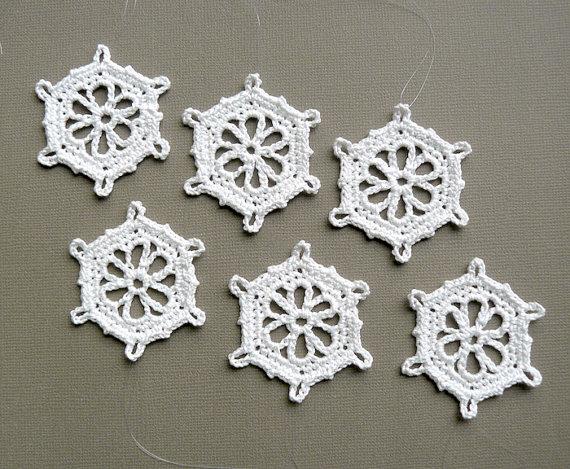 6 Crochet Ornaments -- Small Snowflake T14, in White
