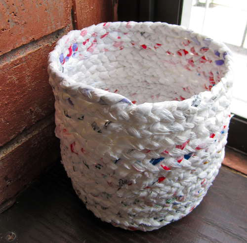 recycling ideas: basket out of nilon bag