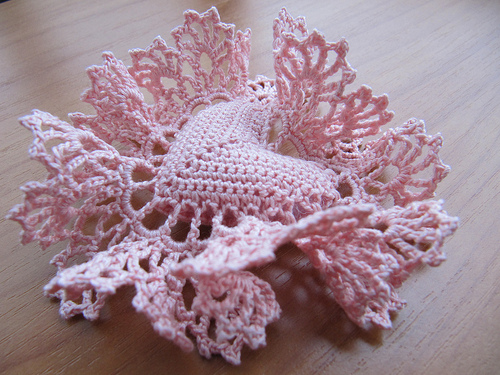 http://make-handmade.com/wp-content/uploads/2012/01/valentine-handmade-gifts-sweet-crocheted-heart-tutorial-make-handmade-16290813757_c1717a0711.jpg