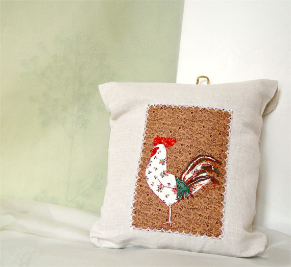Lingerie bag with rooster in taupe