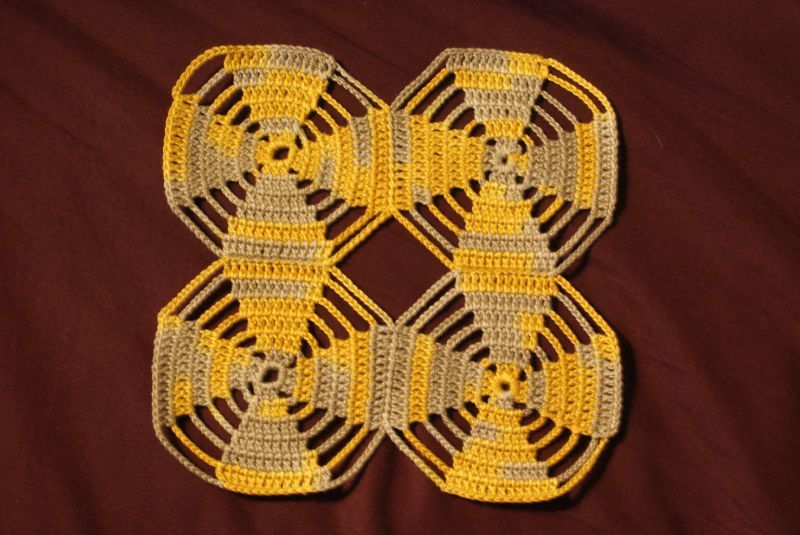 crochet four flowers plaid