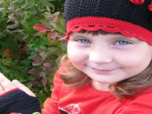 crochet poppy hat and mittens