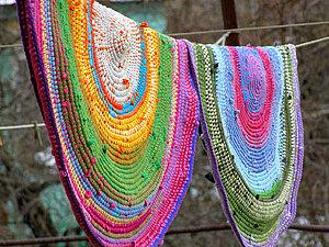 Вязаный коврик из футболок и остатков пряжи (яркий и необычный способ)   Ярмарка Мастеров - ручная работа, handmade