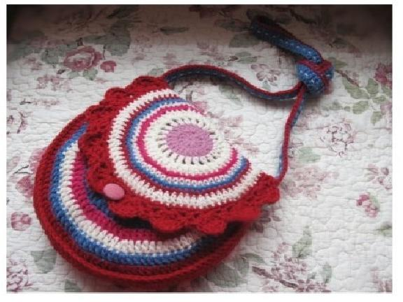 Crochet beauty purse for baby
