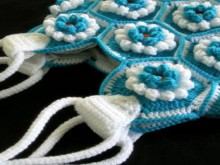 crochet cool bag of floral motifs