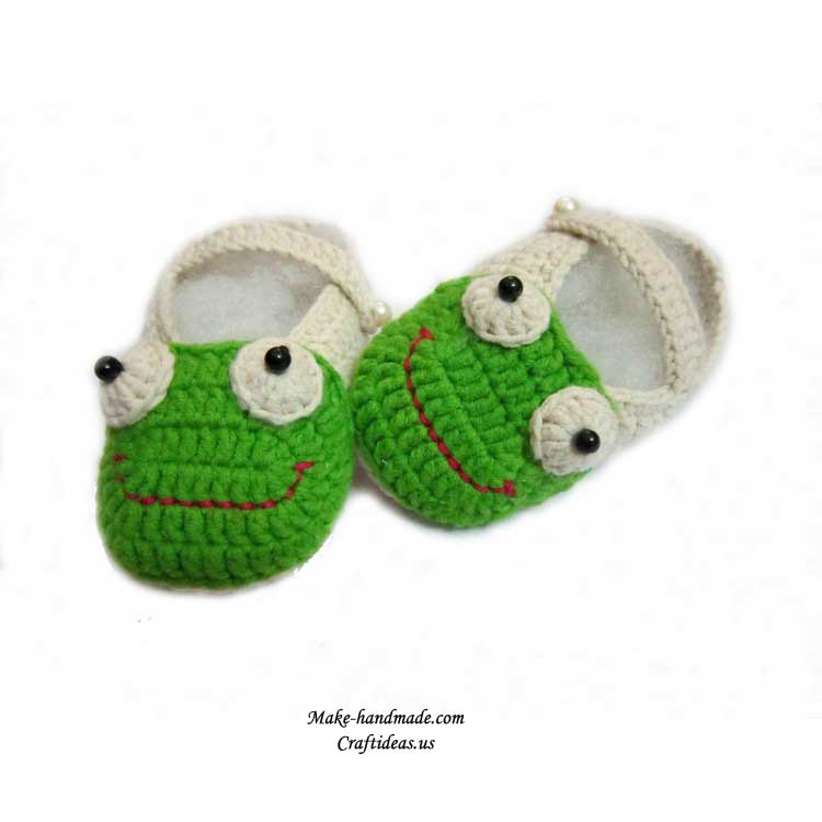 crochet frog booties