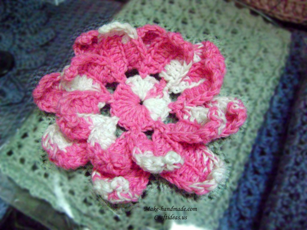 crochet lotus candle