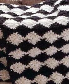 crochet black an white scarf with oval shapes